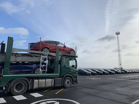 Prime Tesla Model 3 in Europa. Saranno poi i primi e-Sprinter ad andare in USA?