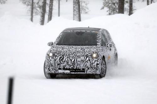 Volkswagen I.D. Neo, le foto spia dell'elettrica sulla neve (8)