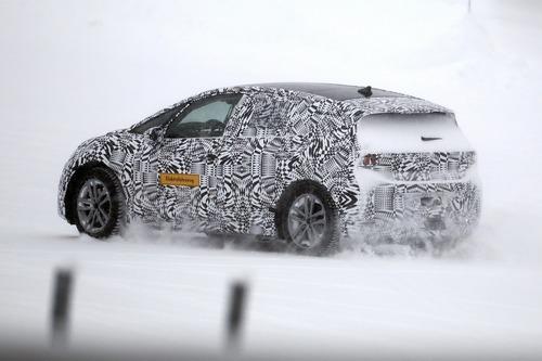 Volkswagen I.D. Neo, le foto spia dell'elettrica sulla neve (3)
