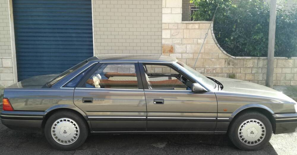 820i Sterling d'epoca del 1987 a Lecce
