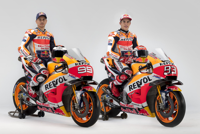 Lorenzo e Marquez in sella alle moto 2019