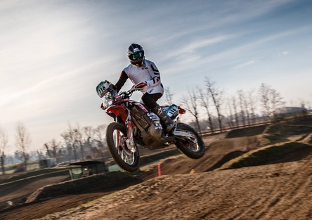 Honda CRF 450 Rally TEST: in pista contro la moto da cross!