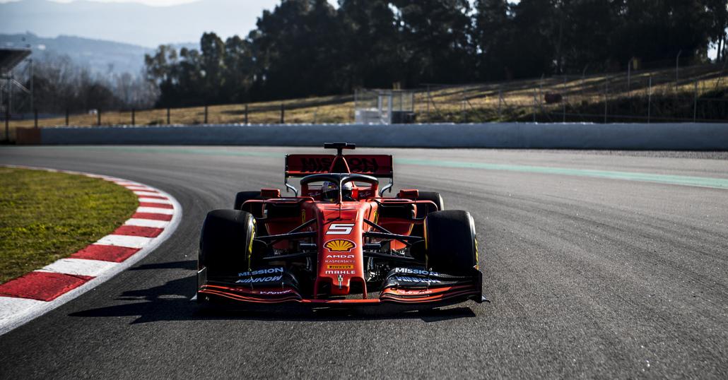Arma Ferrari per il Mondiale F1 2019: la SF90 in pista [foto]