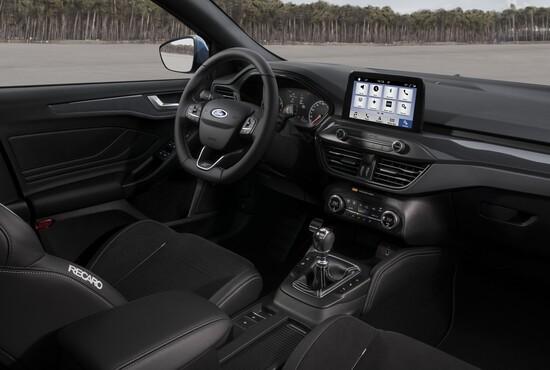 Gli interni della nuova Ford Focus ST con sedili Recaro