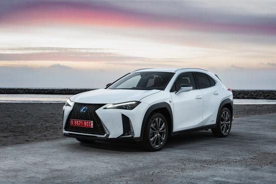 Lexus presenta UX Hybrid, SUV compatto con tecnologia full hybrid