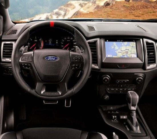 Gli interni del Ford Raptor, celano nei comandi le 6 modalità di guida