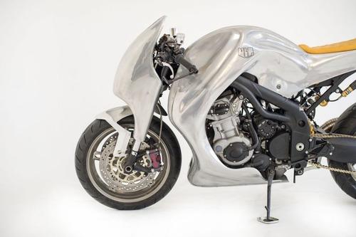 Triumph Speed Triple: una creazione bizzarra di Metalbike Garage (8)