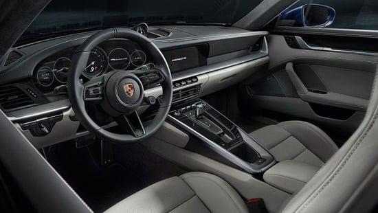 Gli interni della Porsche 911