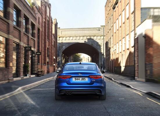 L'estetica della Jaguar XE 2019 è stata resta più moderna