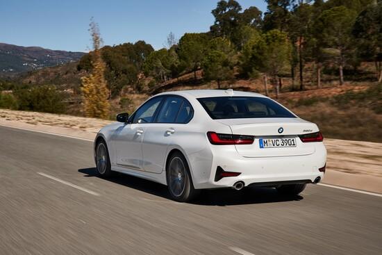 La nuova BMW Serie 3 è spaziosa e tecnologica