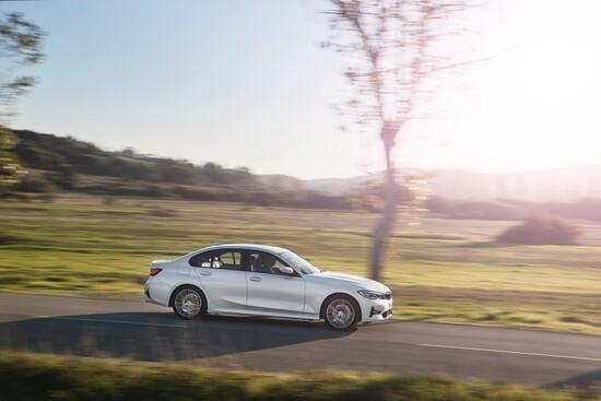Tecnologia e comfort sono le parole d'ordine della nuova BMW Serie 3