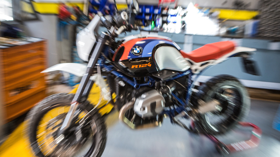 La special a base nineT di Surplus Garage: dalla strada all'off road