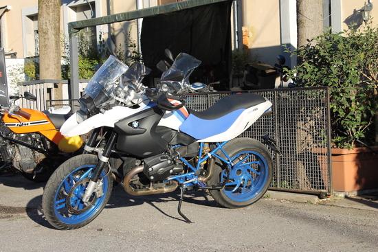 Con il motore da 122 CV, la GS cambia volto e si trasforma in una superbike