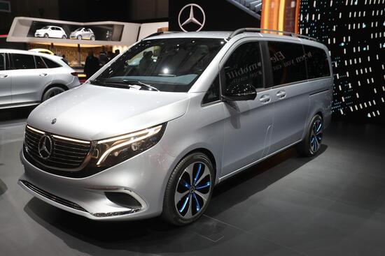 La concept car Mercedes EQV: è un van 100% elettrico