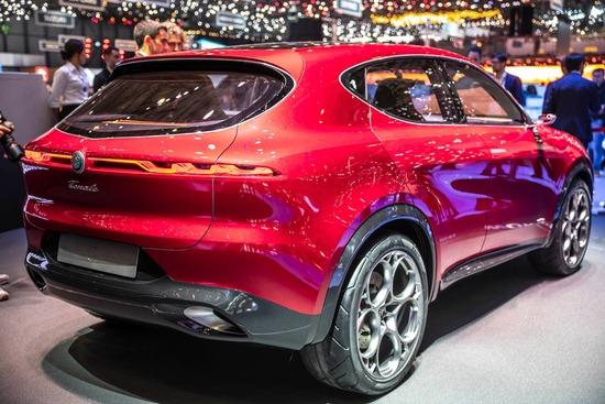 Il posteriore dell'Alfa Romeo Tonale visto al Salone di Ginevra 2019