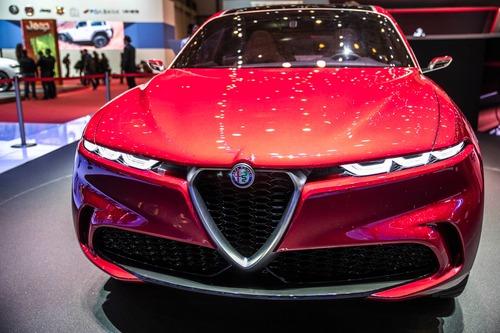 Alfa Romeo Tonale, Bugatti e le moto: la passione per i passi montani colpisce ancora (2)