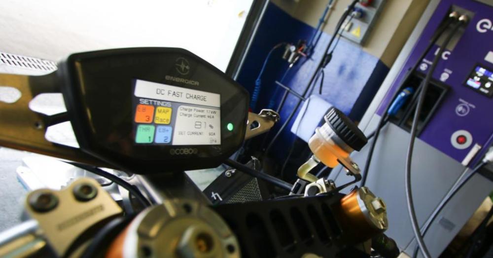 MotoE, Jerez: a fuoco il tendone delle moto elettriche