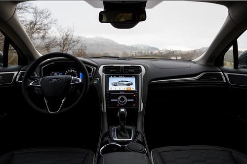 Ford Mondeo Wagon Hybrid Vignale: familiare di lusso sì, mild.. No! (9)