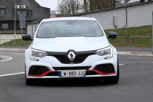 Renault Megane RS Trophy, le foto spia (3)