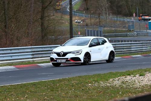 Renault Megane RS Trophy, le foto spia (9)