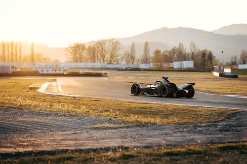Formula E: Mercedes, debutto in pista con la monoposto per il 2019/2020 (2)