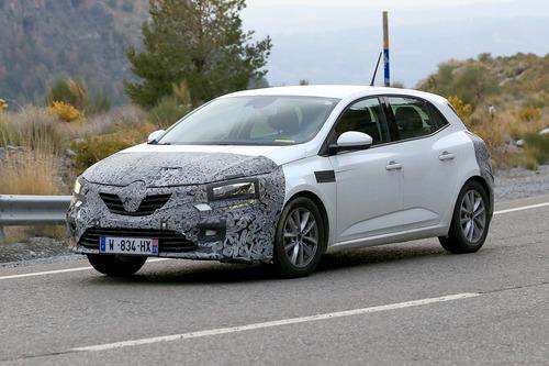 Renault Megane restyling, le foto spia (3)