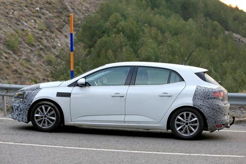 Renault Megane restyling, le foto spia (7)