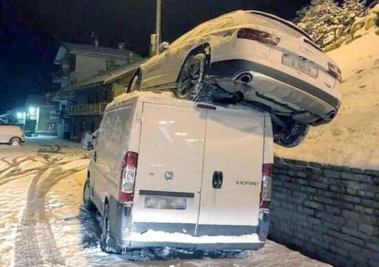Goggia con l'auto su un furgone:incidente choc al Sestriere, è illesa