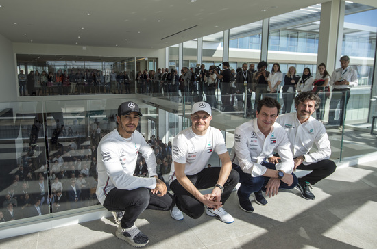 D'Arrigo con Lewis Hamilton, Valtteri Bottas e Toto Wolff
