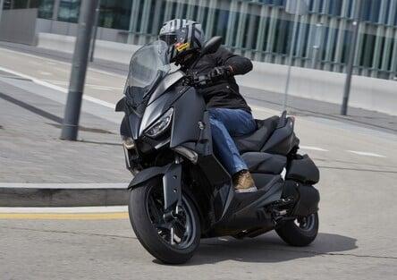 Yamaha XMAX Iron Max, TEST: ancora più stile e comfort