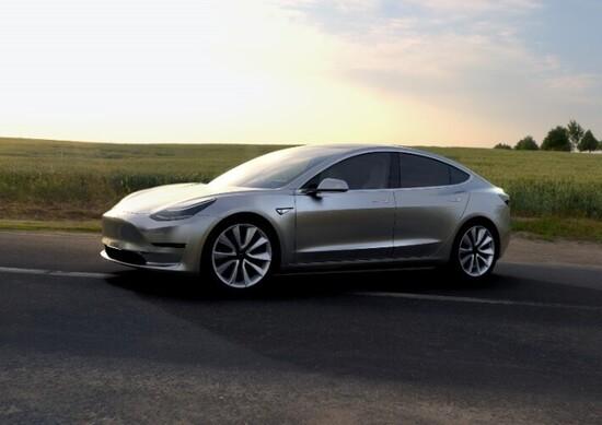 Tesla Model 3, c'è chi ne prende due alla volta