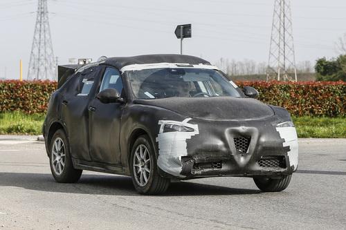 Alfa Romeo Stelvio: ecco il SUV con carrozzeria definitiva (2)
