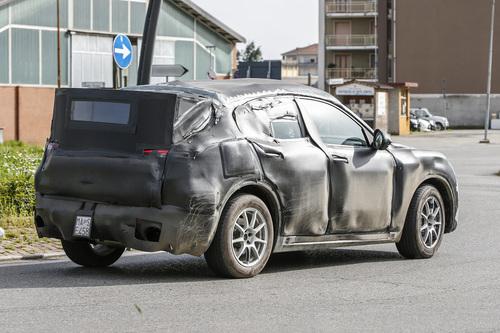Alfa Romeo Stelvio: ecco il SUV con carrozzeria definitiva (9)