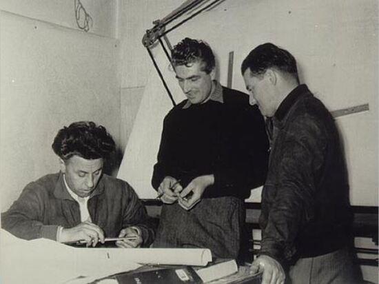 Da sinistra, Carcano con il regolo calcolatore, Cantoni e Todero
