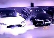 Tesla esplode in un parcheggio cinese [video]