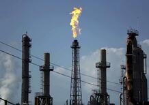 Petrolio dall'Iran: tensioni con USA alzano i prezzi