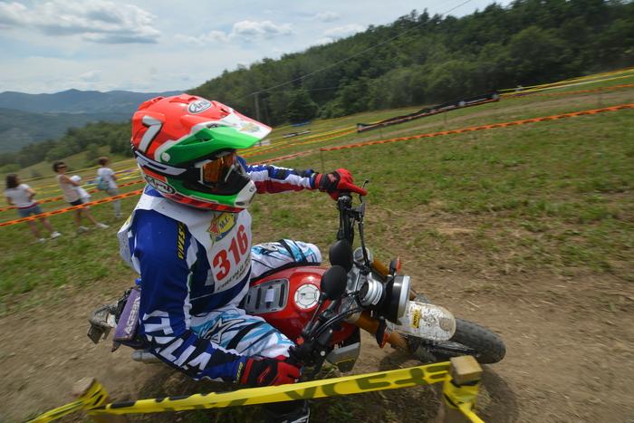 Il Presidente Copioli impegnato in una prova del Trofeo Scrambler