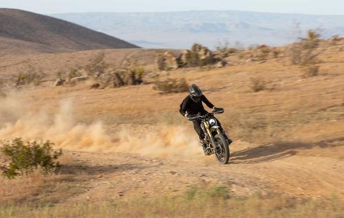 La Scrambler Triumph ritorna alla mitica Baja 1000