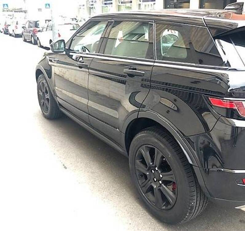 Land Rover Range Rover Evoque 2.0D I4-L.Flw 150CV AWD Aut R-Dynamic HSE del 2018 usata a Bergamo (5)