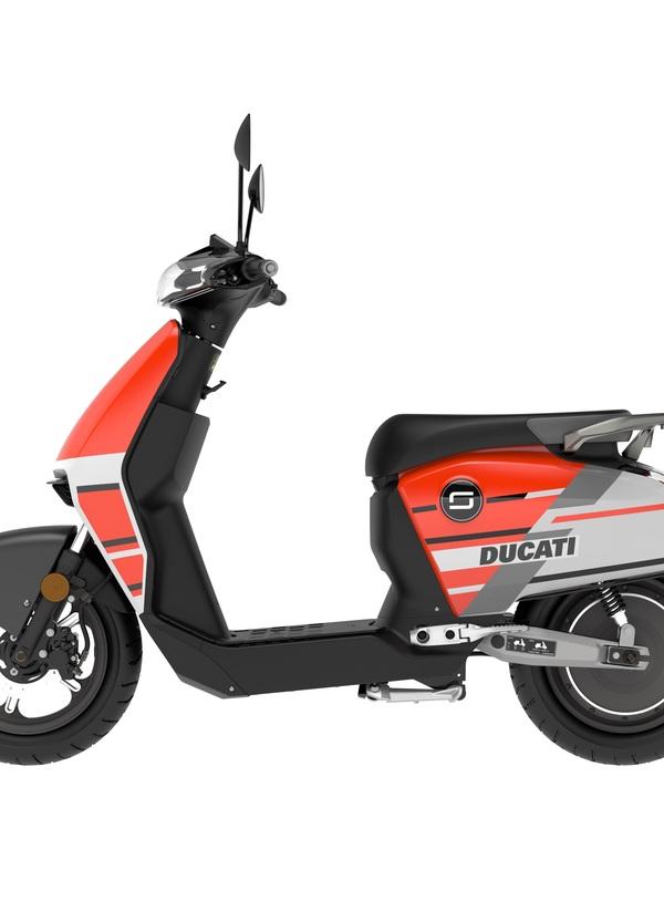 Super Soco CUx: arriva lo scooter elettrico con livrea Ducati