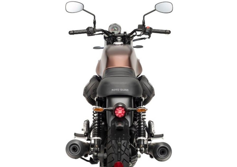 Moto Guzzi V7 III Stone Night Pack (2019 - 20) (2)