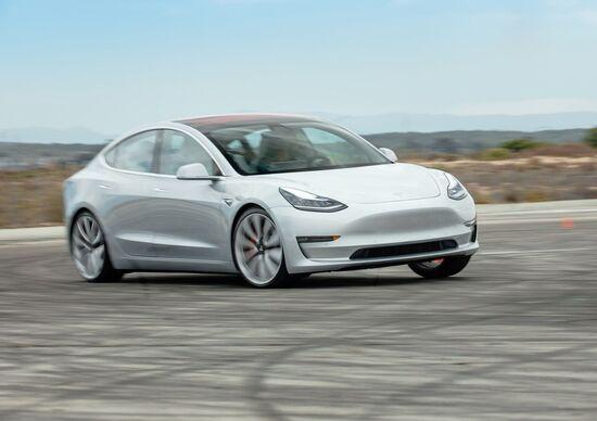 Tesla, 2,7 miliardi di dollari dall'offerta di azioni e bond