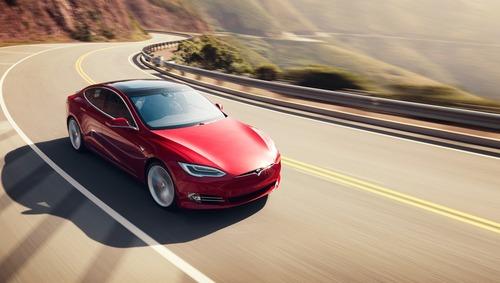 Video di sesso su Tesla in viaggio: Autopilot guida, Pornhub incassa, Elon prende atto… No buono! (4)