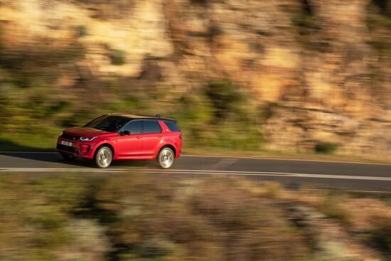 Look rinnovato e tanti dettagli tecnologici per la Land Rover Discovery Sport 2019