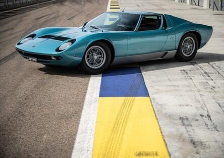 Lambo Miura P400 S ex Little Tony al Concorso Eleganza Villa d'Este, ma la BMW 507 di Elvis col V8..