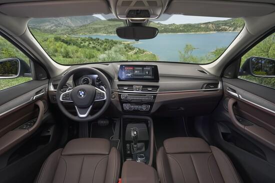 BMW X1 2019: interni più moderni e attuali