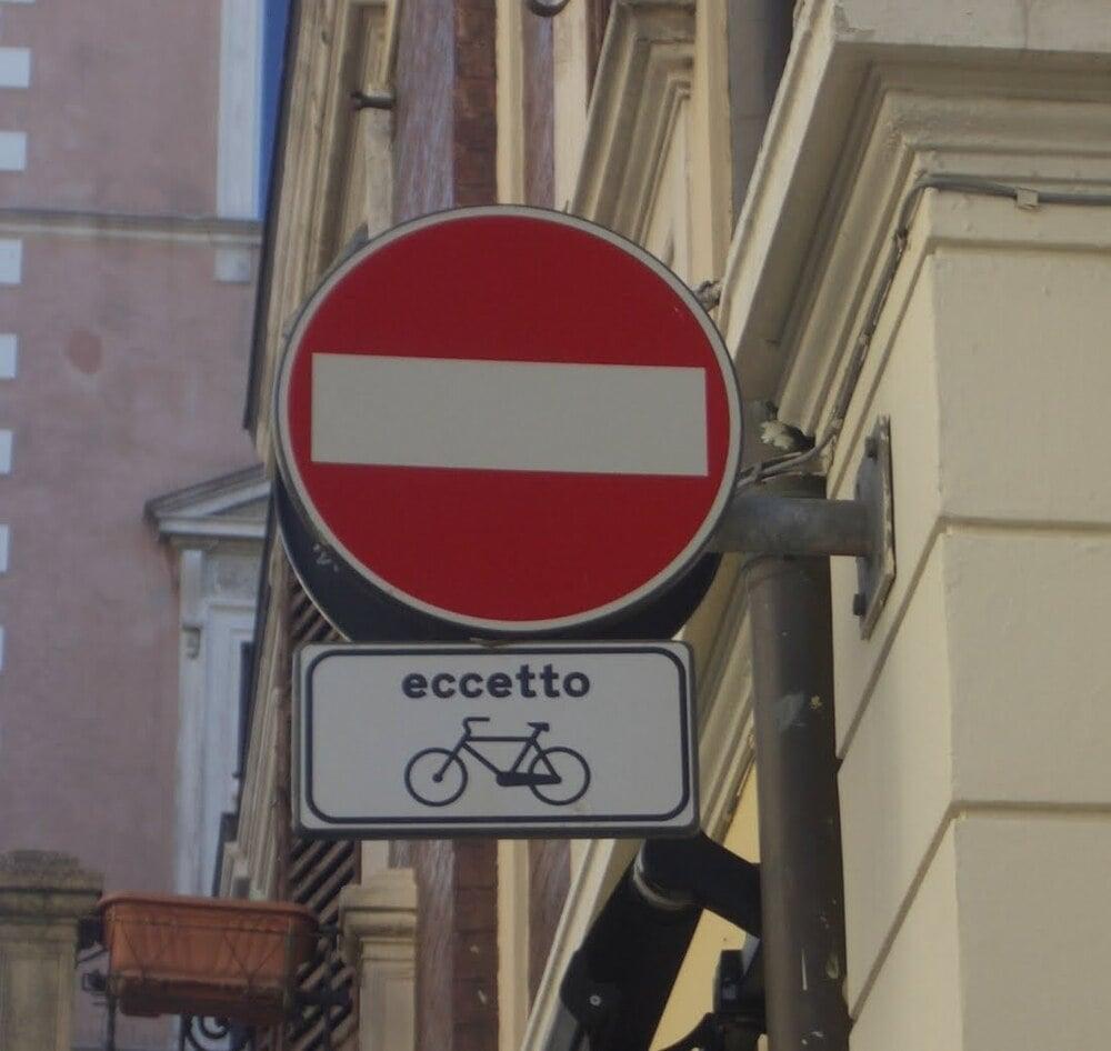 """Il """"nuovo"""" Codice permetterà la circolazione in direzione inversa su strade a senso unico?"""