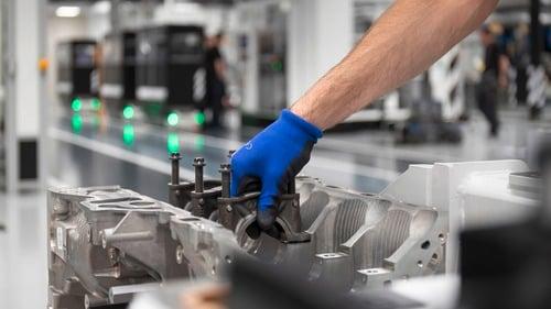 Mercedes-AMG: ecco il 2.0 4 cilindri da 421 CV (6)