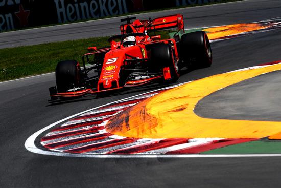 Vettel ha perso la gara per una penalità che farà discutere