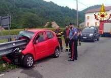 Auto trapassata dal guardrail, conducente ferito ad un braccio